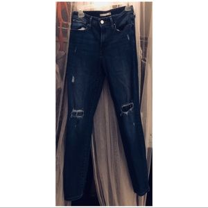 LEVIS 721 high rise jeans w/ripped knee size 28